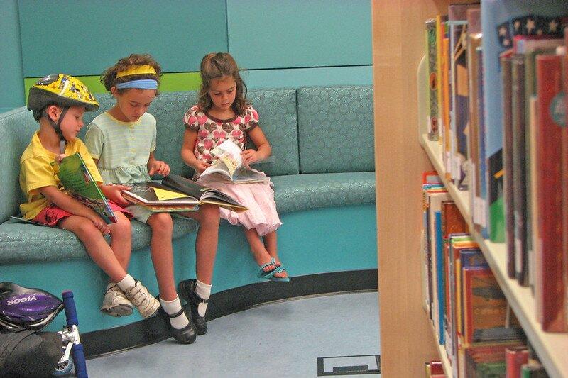 La curiosidad de la infancia por el aprendizaje y las actividades comunitarias determina su formación.
