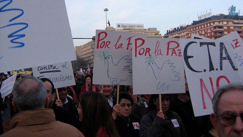 Manifestaciones contra ETA, como la protesta por el atentado de la T4, ocurrieron en toda España.