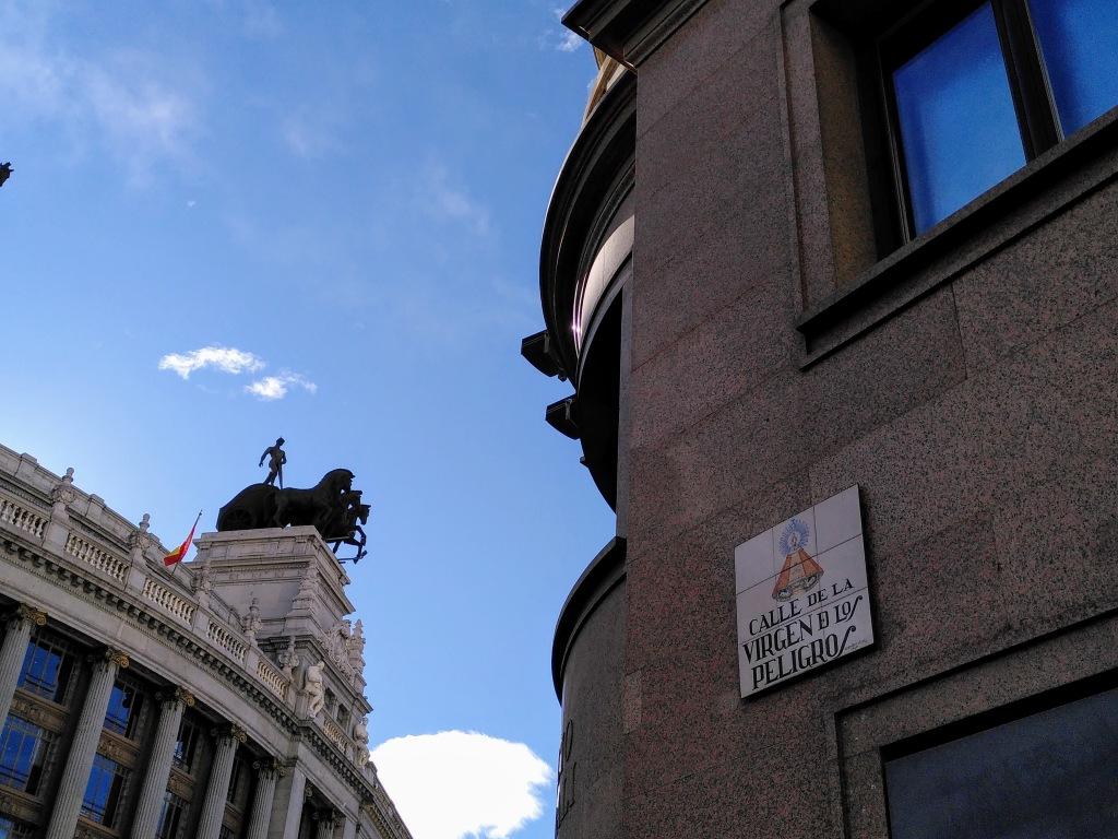 Calle Virgen de Los Peligros, límite del Madrid medieval, que albergaba un convento de monjas bernardas.