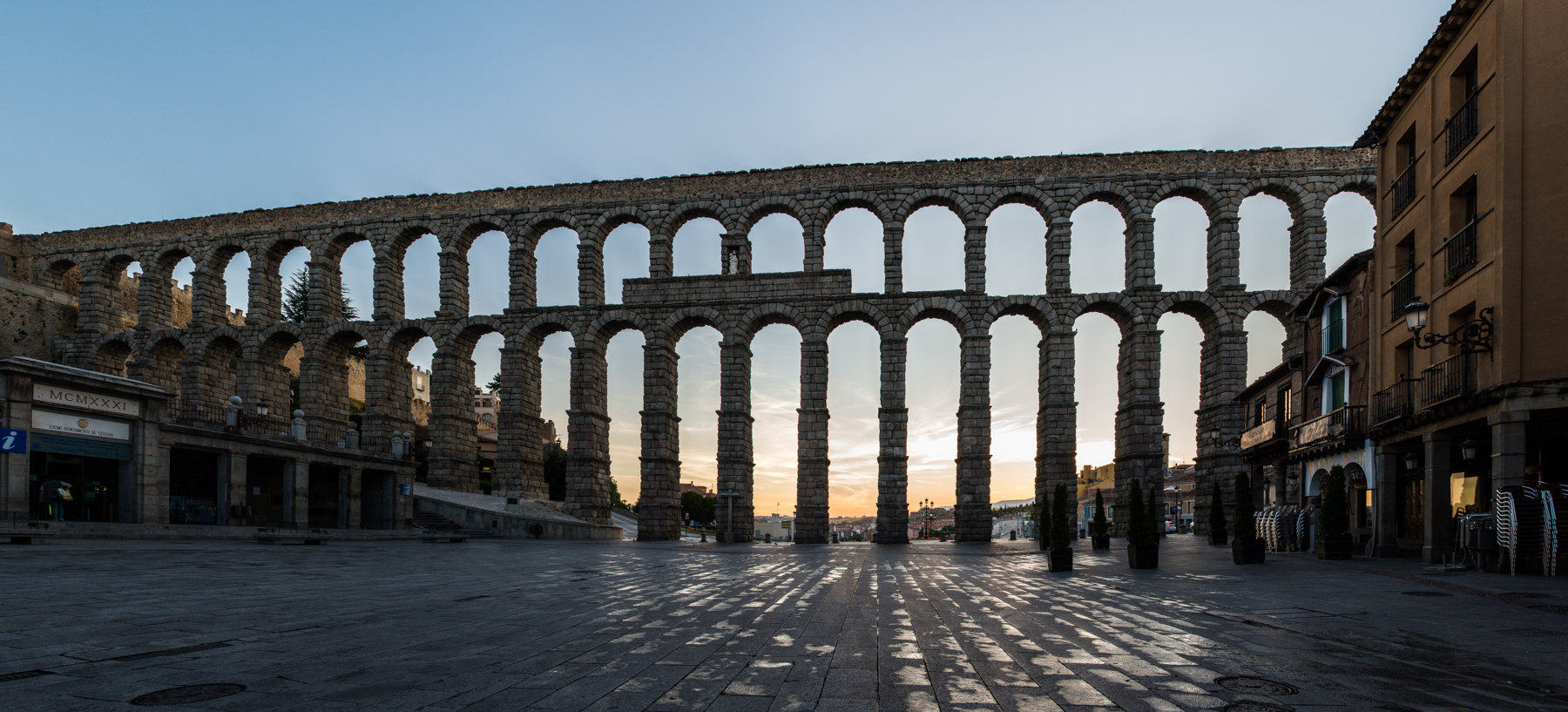 El acueducto de Segovia, construido sin argamasa, se mantiene en pie tras 2.000 años.